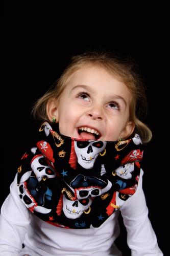 snood enfant noir tete de mort pirate